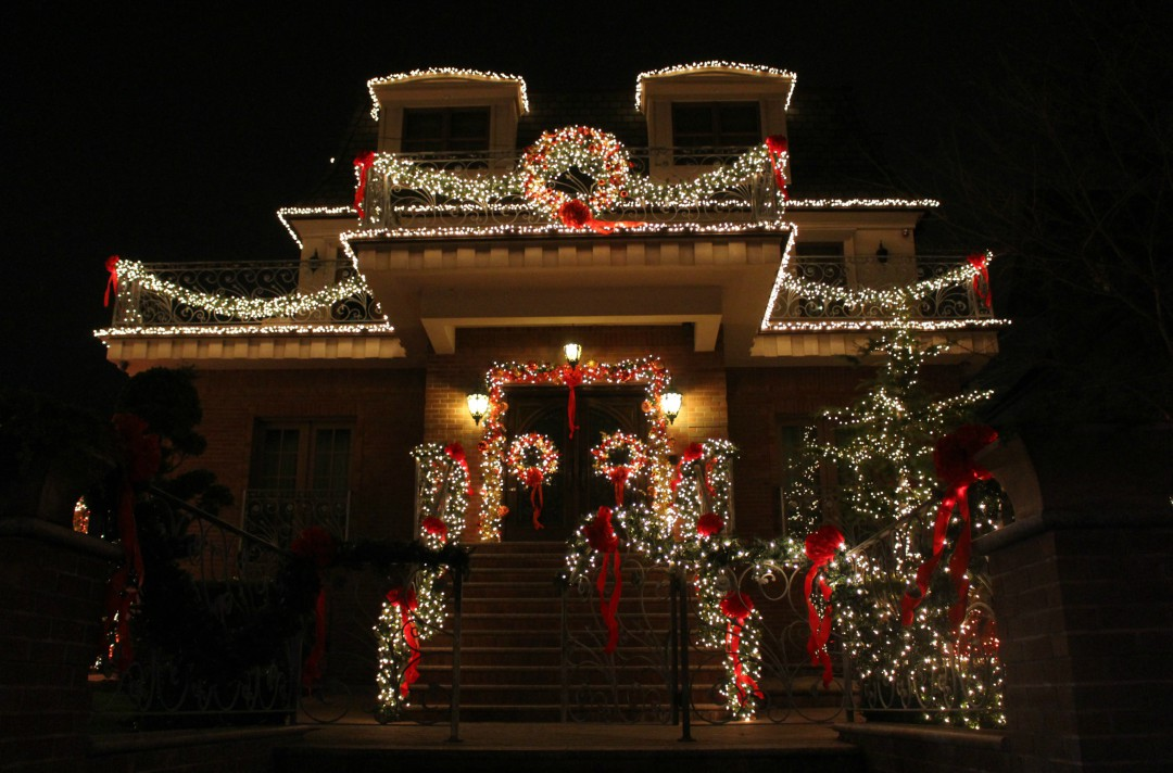 You can also take a free tours by foot of the dyker heights lights