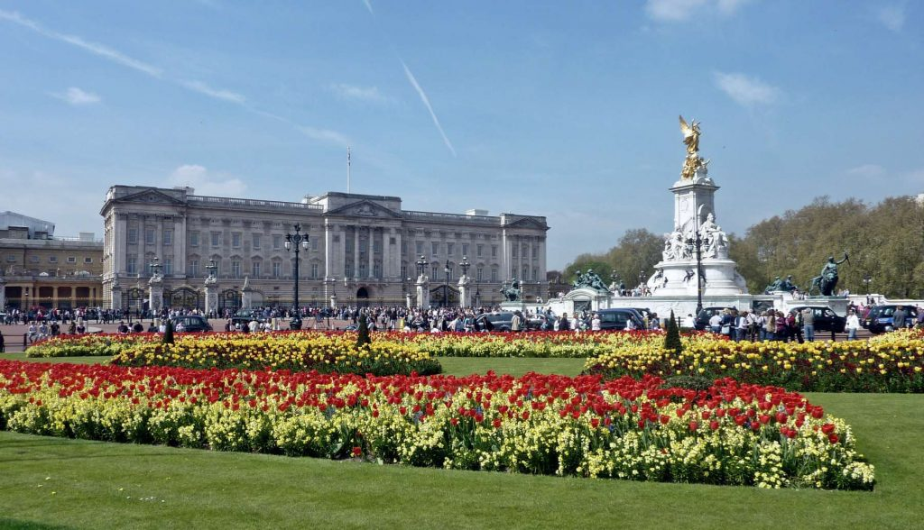 Lets meet the Queen Buckingham Palace in London