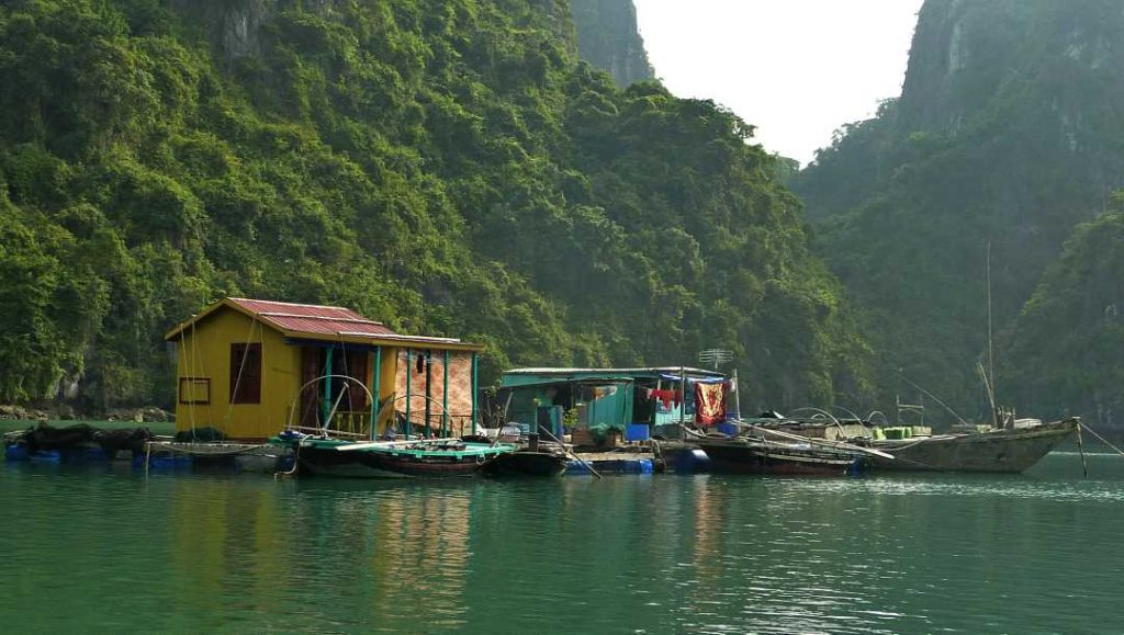 Floating homes halong bay