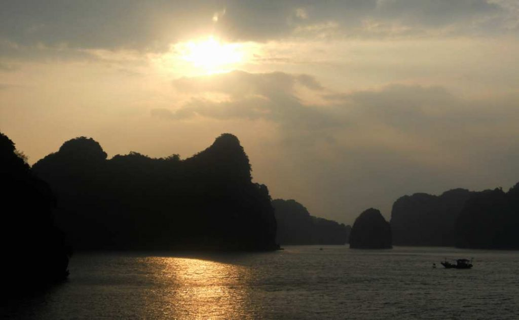 a cruise on halong bay