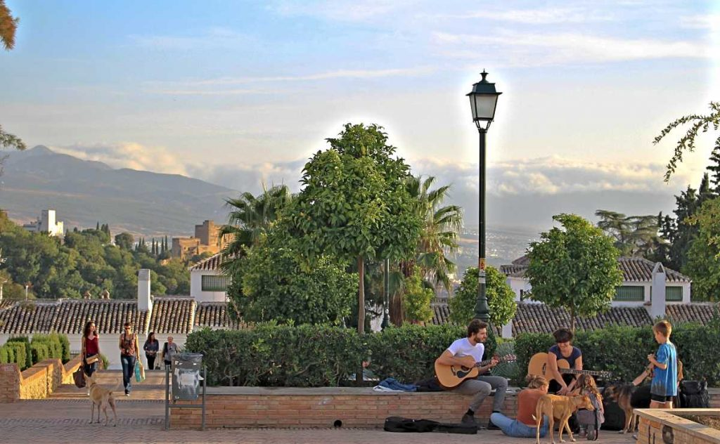 afternoon with guitars at Plaza San Cristobal.